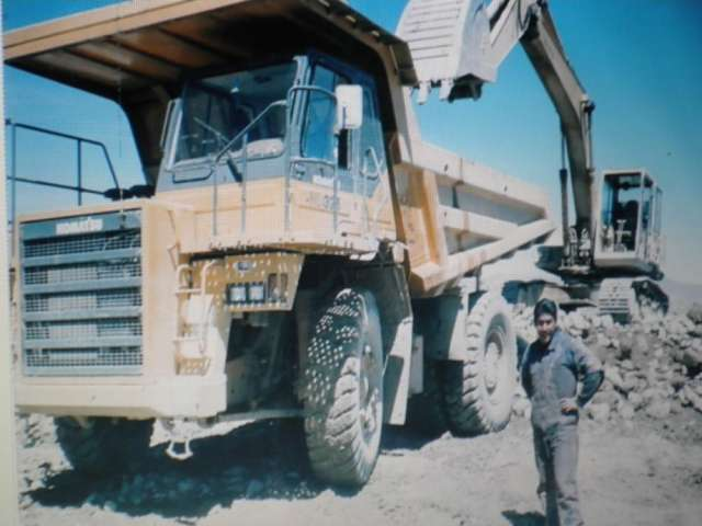 Operador de maquinaria pesada, retro y pala cargadora
