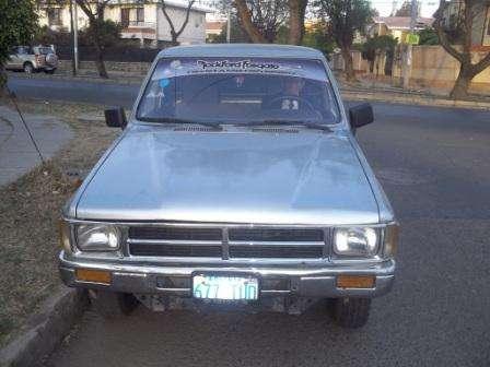 camioneta toyota hilux ano 1988 cabina sencilla batea larga motor 2400