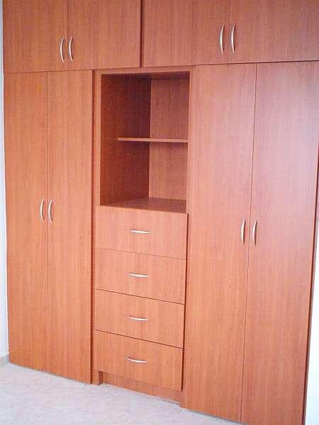 Roperos de madera imagui for Roperos de madera para dormitorios
