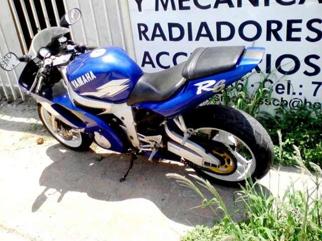 Fotos de vendo moto yamaha modelo r6 a o 2000 americana en Santa Cruz