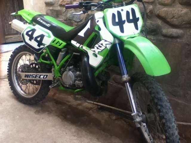 Kawasaki kdx 200 . en la ciudad de sucre
