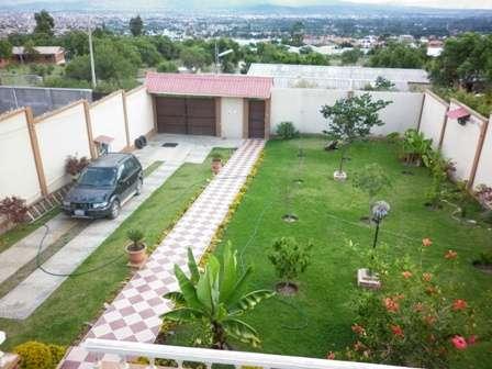 Casas con jardines casas con jardines fachadas de casas for Casas en jardines