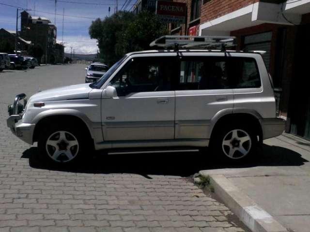 En venta, vagoneta suzuki Escudo 1995 4