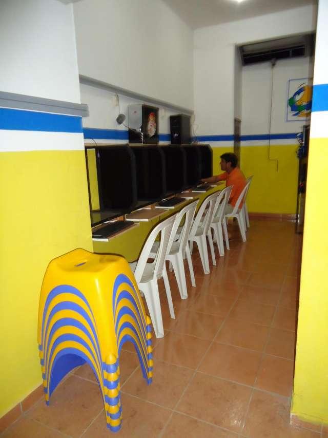 Hermoso mueble de vidrio para ciber en Santa Cruz, Bolivia  Muebles