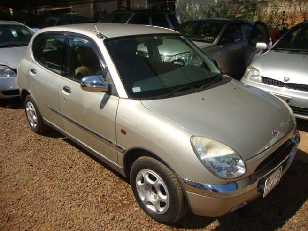 Toyota duet- daihatsu storia, 4 puertas, caja mecanica