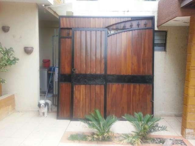 Como hacer una puerta de garaje casera trendy puerta de for Como hacer una puerta con machimbre