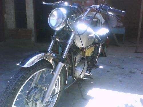 Fotos de Vendo moto yamaha 100 cc india 4