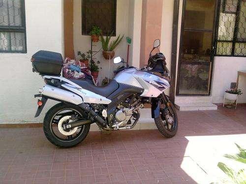 Vendo moto suzuqui modelo 2006 cilindrada 650