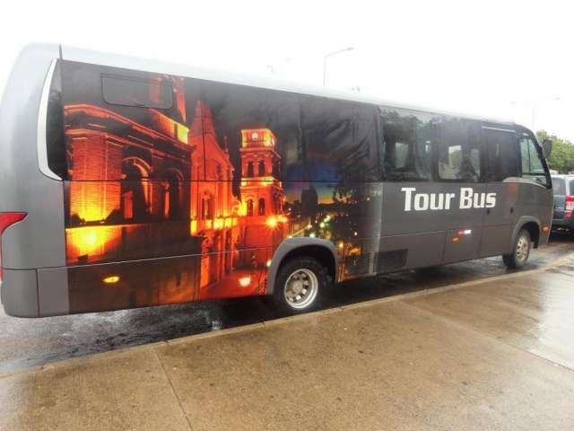 Transporte turístico, empresarial y para petroleras del año con 25 asientos. misional tours
