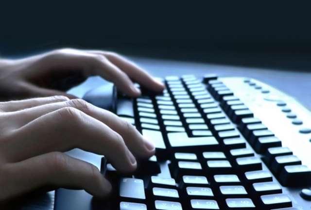 Digitador, digitalizador o mecanógrafo, trabajando desde casa o el hogar.