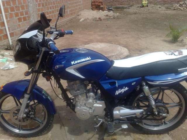 Vendo moto kingo 150cc color azul con papeles sin placa en 450$ comunicarse al 60863089 andres