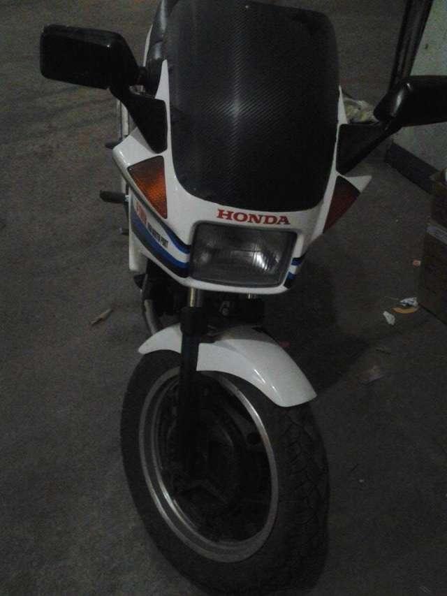 Vendo moto honda vt250f japonesa original papeles placas todo en orden 1900 dólares por urgencia 70307563 fotos reales cochabamba