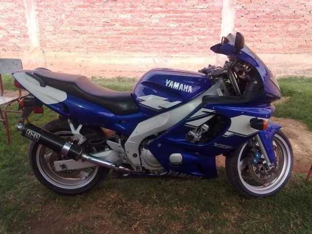 Vendo moto yamaha ninja 600 cc.