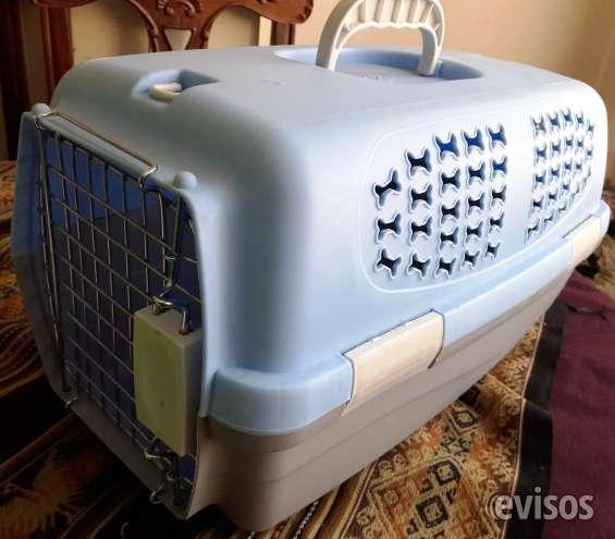 De ocasión, vendo jaula transportadora para perros cachorros o gatos.
