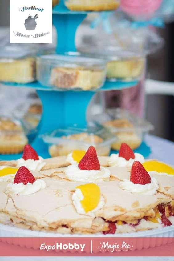 Torta de merengue con frutas