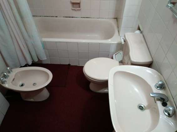 Acogedor juego de baño completo