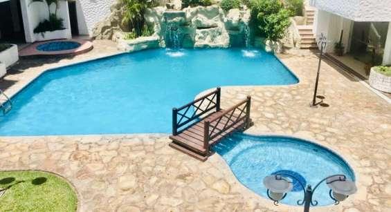 Áreas comunes c/piscina, sauna, gym